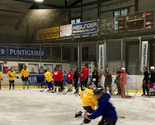 zwei Gruppen am Eis