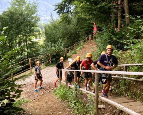 Trainer und Betreuer im Klettergarten